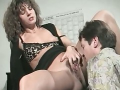 Hot and horny milf knows how the brush fellow